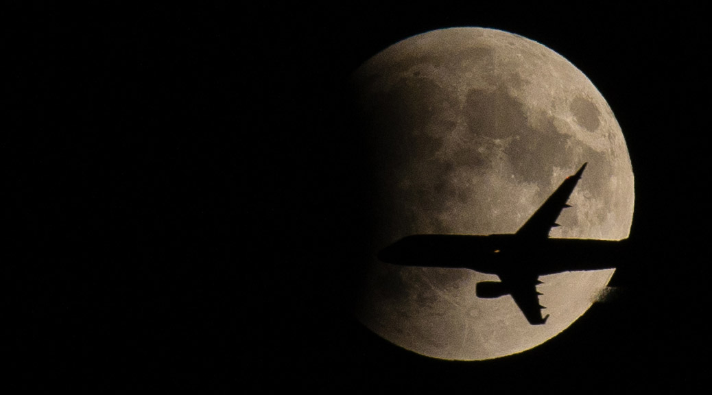 Jet-Plane-in-Front-of-Supermoon-Eclipse-Featured